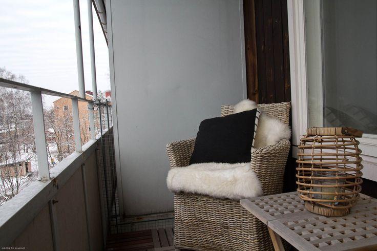 Cosy little balcony with simple decoration/Kodikas pieni parveke yksinkertaisella sisustuksella. #tehoneliöt