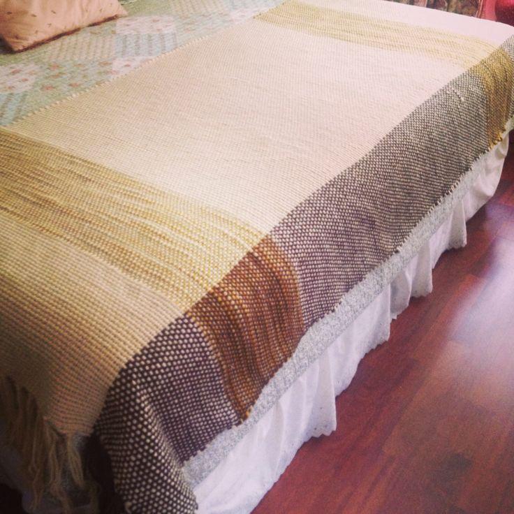 Piecera para cama King o Super King, lana natural, blanket for bed King or Súper King, natural wood.