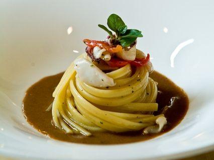 Linguine di Gragnano calamaretti spillo e salsa al pane dello Chef Antonino Cannavacciuolo, dal suo tempio della cucina Villa Crespi