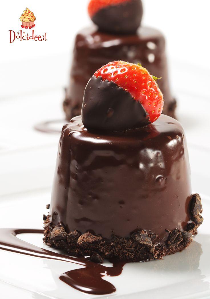Dessert: #fragola e #cioccolato. Scopri la Community di chi ha la passione per i dolci su www.dolcidee.it.