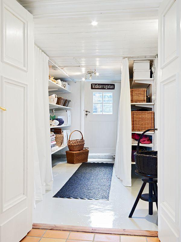 Alla bilder från Stadshem . Speciellt köket och källaringången är mina favoriter! Även bilderna med två spjälsängar och e...