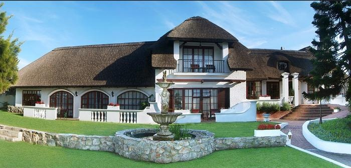 Whale Rock Lodge, Hermanus. A sprawling thatched lodge with impeccable decor.