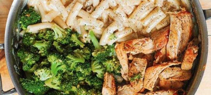 Πέννες με κοτόπουλο, μπρόκολο, σκόρδο