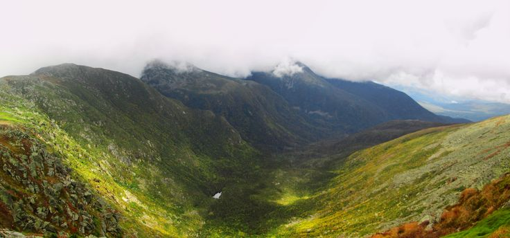 The clouds cleared for a few moments | Mount Washington NH [OC] [6535x3061]