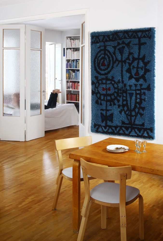 Rug as wall art / SYSIMIILU rug, design Timo Sarpaneva
