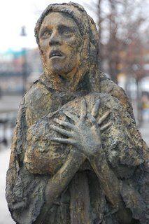 irish-famine-woman-sculpture.