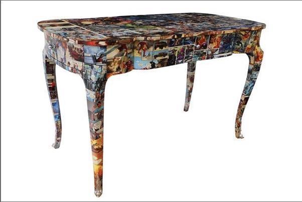 Sugestão interessante: decoupage em móveis...  Aqui vê-se uma escrivaninha renovada, utilizando-se quadrinhos. :)