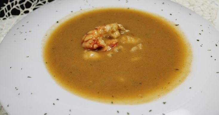 Esta sopa es una de las recetas que ví en la página de Karlos Arguiñano y la serví en la cena de nochevieja o nochebuena no recuerdo bie...