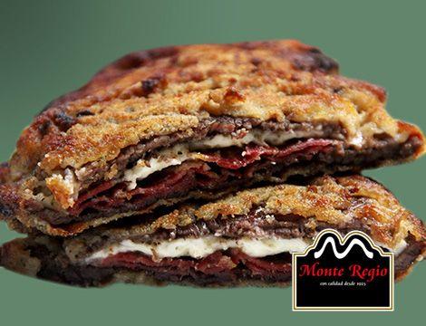 Filete de ternera empanado (con huevo y pan rallado), con queso y jamón serrano #MonteRegio ¡A comer!