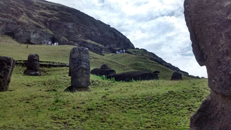 Rano Raraku, la cantera de los moais, Rapa Nui, Chile