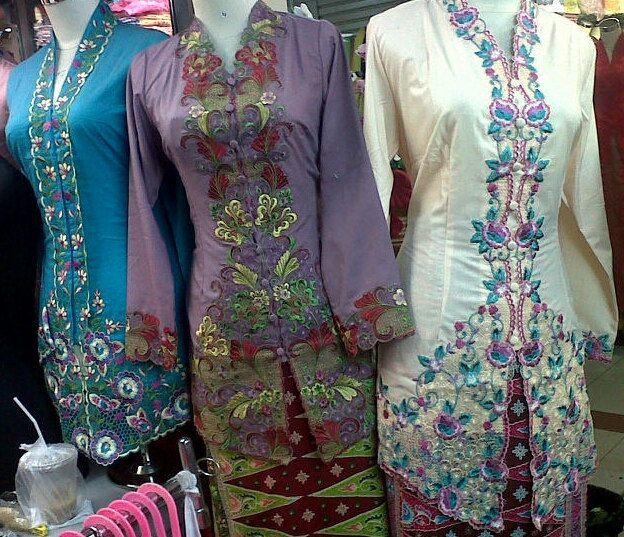 Suka kebaya encim yang kanan. Kebaya Encim Ncim Indonesia by Kaftan4Shorties on Etsy, $45.00