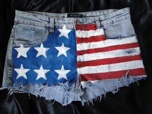Shorts Jeans Americano R$55,00. -Tamanhos 36 a 44 (+). - Preto e Azul.