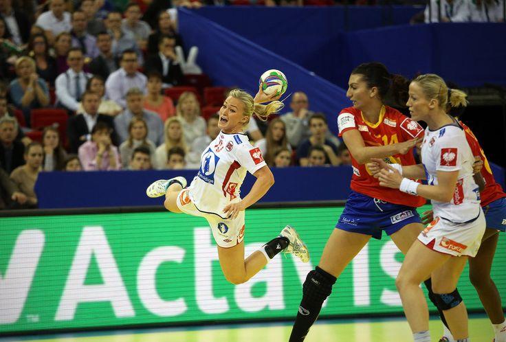 Norway beat Spain in the Women's Handball European  Championship to qualify for Rio 2016 (Foto: EHF/Uros Hocevar) (1200×812)