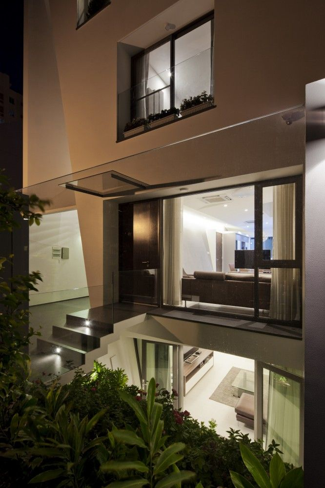 Folding Wall House by NHA DAN ARCHITECT / Ho Chi Minh City, Vietnam