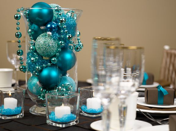Want to do this as a table centerpiece. I love the blue/teal themed Christmas decorations but they are so hard to find. Putting the ornaments in a vase like this is perfect!
