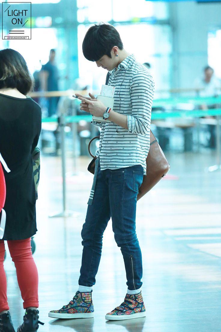 Lee Seunghoon Winner Yg Winner Vs Team B Pinterest Winner Yg Airport Fashion And Kpop