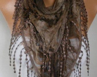Mes autres nouveaux foulards, CROCHET et tricot boutique; http://www.etsy.com/shop/anils ------------------------------------------ Cette écharpe est en forme de triangle. Ces types de foulards ont lacets uniquement sur les deux côtés. Mensurations: Triangle ---Sans dentelle Longueur : 1,40 cm--56 pouces Largeur : 50 cm - 19 pouces doux, léger, tissu. Il y a quelques trous qui ajoute de la créativité à lécharpe. Un très élégant et populaire ! C'est un accessoire tr...