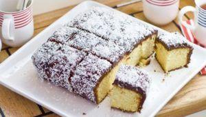 Μια πανεύκολη συνταγή για ένα υπέροχο Lamington κέϊκ. Ένα απλό κέϊκ βανίλιας, που ετοιμάζετε στα γρήγορα με απλά υλικά, που το απογειώνει η επικάλυψη σοκολάτας και ινδοκάρυδου. Υλικά συνταγής Για το κέικ: 190 γρ. βούτυρο σε θερμοκρασία δωματίου 220 γρ. ζάχαρη άχνη 1 κ.γ. εκχύλισμα βανίλιας 3 αυγά 350 γρ. αλεύρι που φουσκώνει μόνο του,...Read More