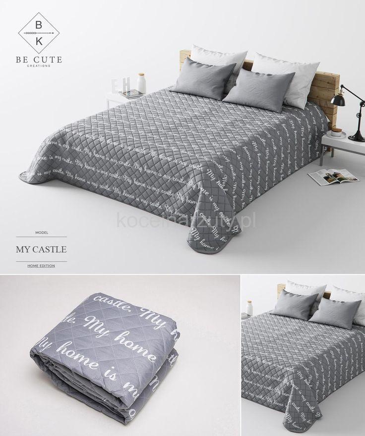 Francuskie narzuty na łóżko   Narzuta szara na łóżko w białe napisy   Koceinarzuty.pl   Narzuty, zasłony, koce, pościel i inne