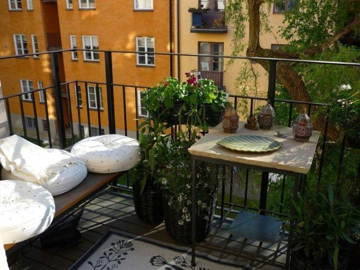balcony-garden-privacy-white-fur-seating-cushion-round-black-table-flower-pattern-cushion-wooden-deck-.jpg (1024×768)