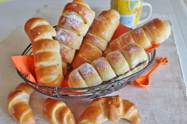 Flauti alla nutella e marmellata, soffici e deliziosi, sono il modo giusto per iniziare la giornata con carica e tantissimo gusto o per fare merenda in modo genuino.