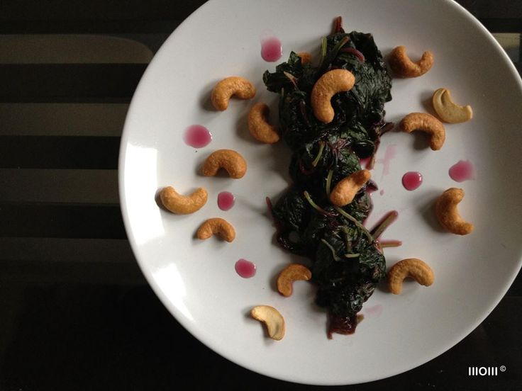 PopEye('s Spinach) Goes Nuts! Stir-Fry. ©WOW  o red spinach o oyster oil o salt o cashew nuts