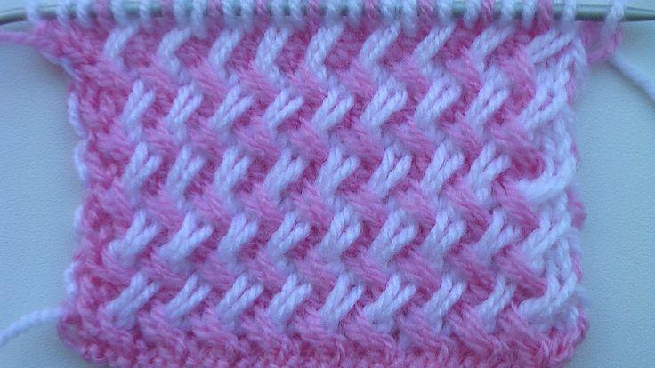 Двухцветный узор из наклонных петель