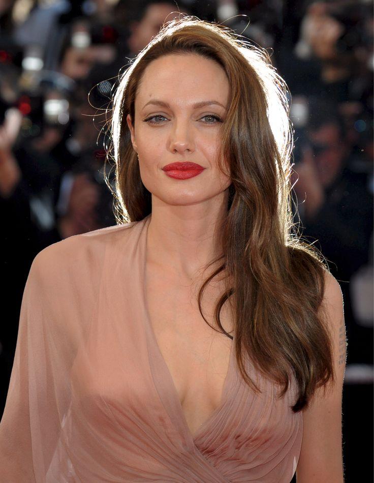 Bocão e vermelho! Se ela pode, TODAS PODEM! Angelina Jolie - diva!
