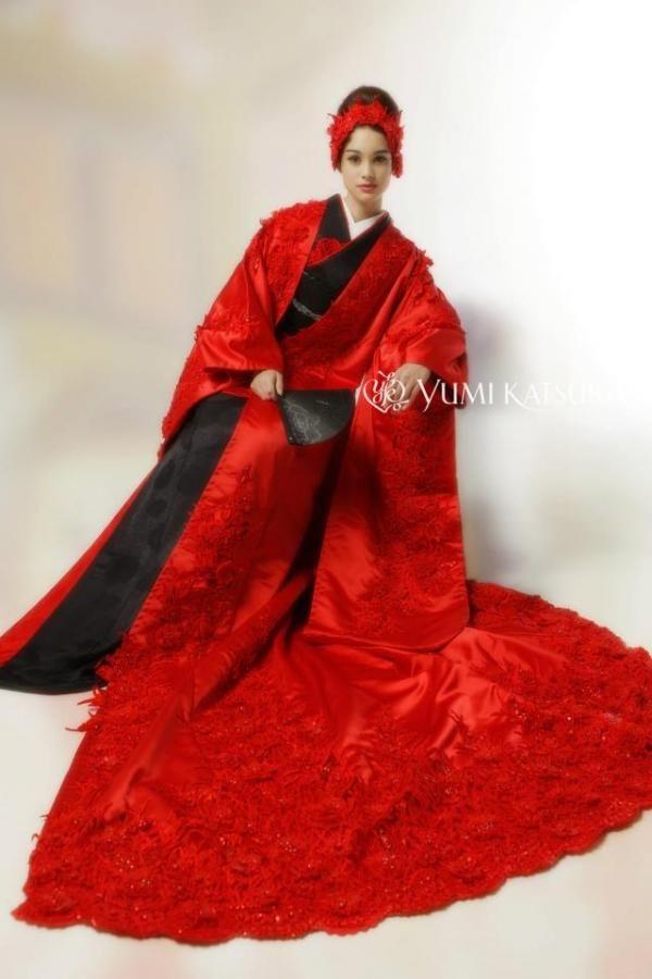 2013 Kimono by Yumi Katsura Robe de mariée