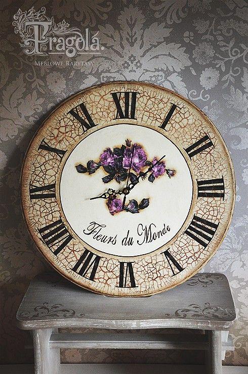 Okrągły zegar w starym stylu