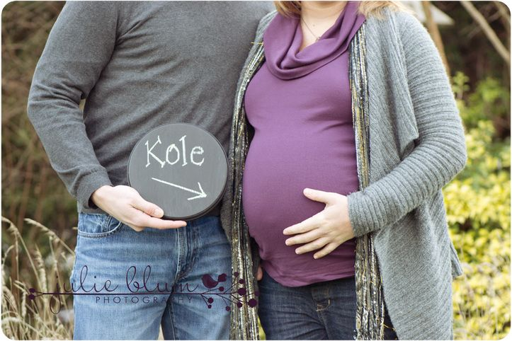 fun maternity photo to announce the baby's name