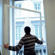 Comment remplacer de vieilles fenêtres par du double vitrage performant.