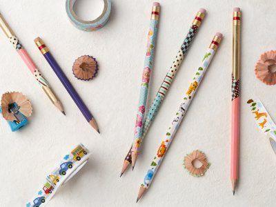 Receta de 3 maneras diferentes de marcar tus lápices | ¿Necesitas marcar los lápices de tus hijos para que ya no se les pierdan? Utiliza estos tres fabulosos tips que te serán de mucha ayuda y harán que queden muy bonitos. Es una idea que te va a encantar.