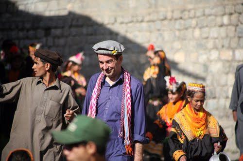 Δημιουργία - Επικοινωνία: Αφιέρωμα:Θανάσης Λερούνης: Αιχμάλωτος των Ταλιμπάν...