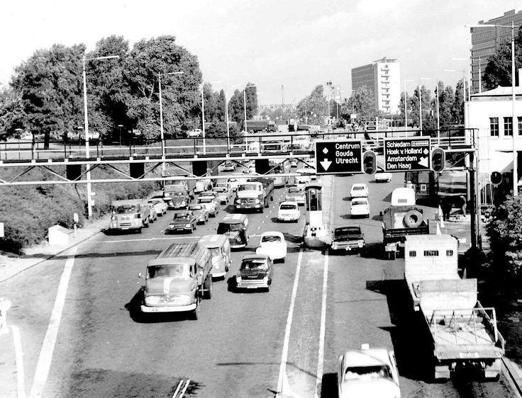 1965. Maastunnel ingang Noord.