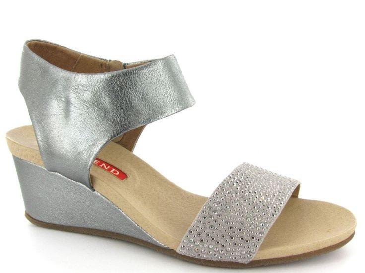 Metallic sleehak sandalen van het merk Weekend, model 8302. Perfect voor een bruiloft! €109,95 #bruiloft #wedding #sleehakken  #sandalen #schoenen #weekend