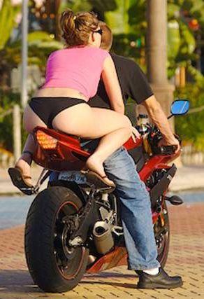 Sexy_vrouw_motorfiets_motor_verkopen_tips.jpg 292×427 pixels