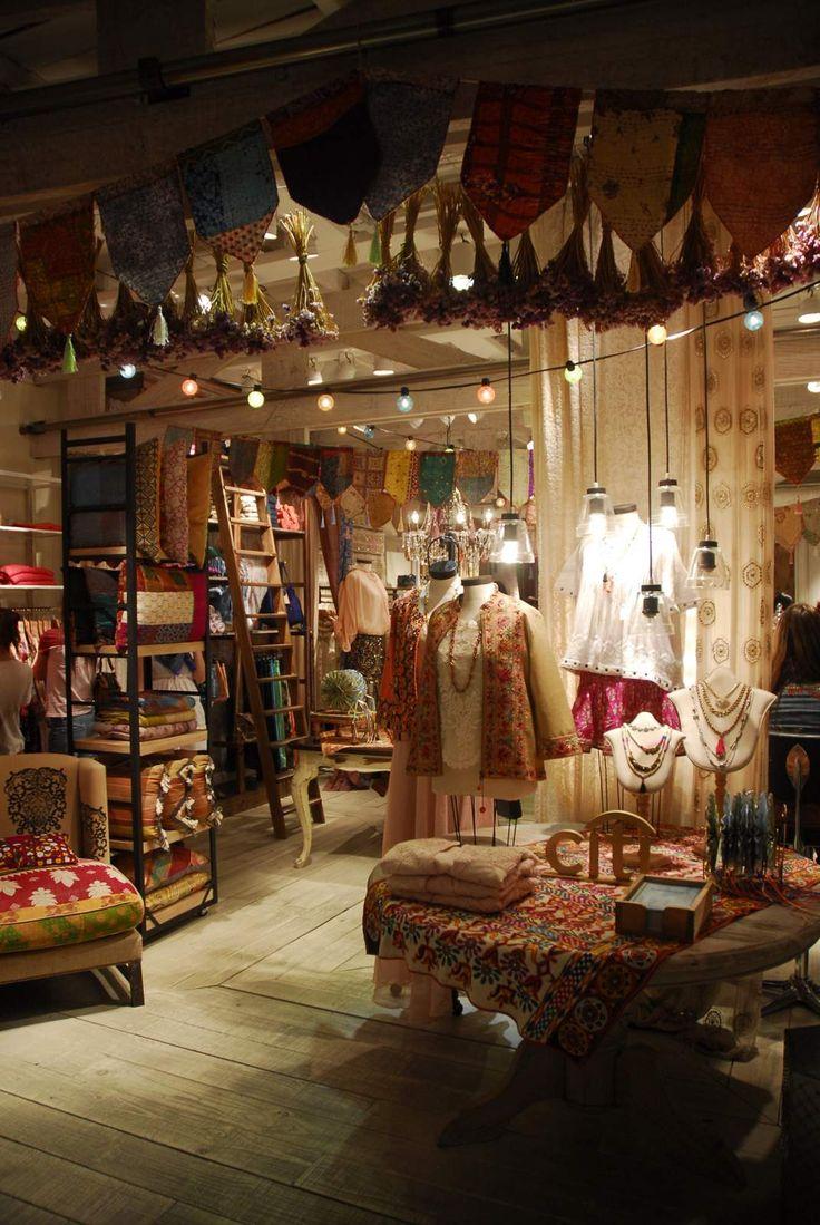 Interesting little shop rapsodia.com. Love the lights and ...