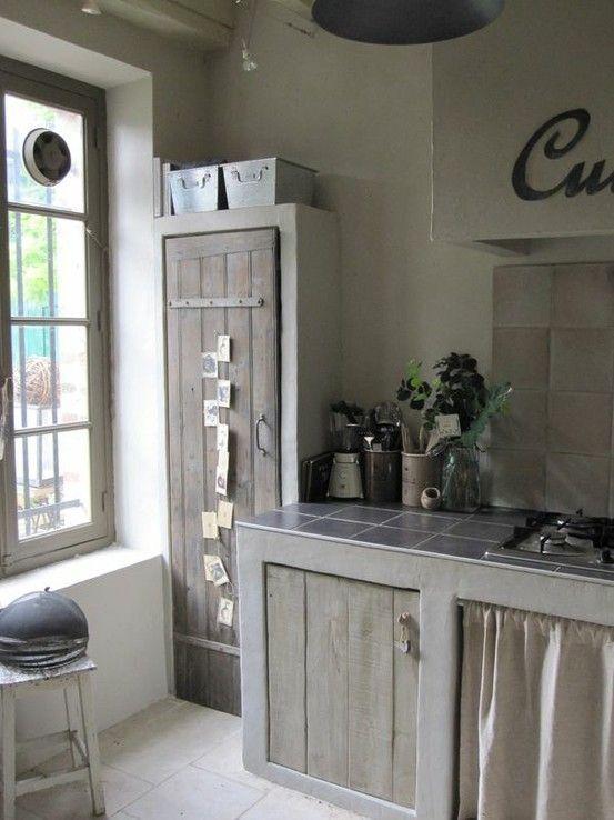 Een fantastische Zweedse keuken, zo zou ik mijn keuken ook wel graag zien maar ik heb deuren en ramen op rare onlogische plaatsen zitten he...