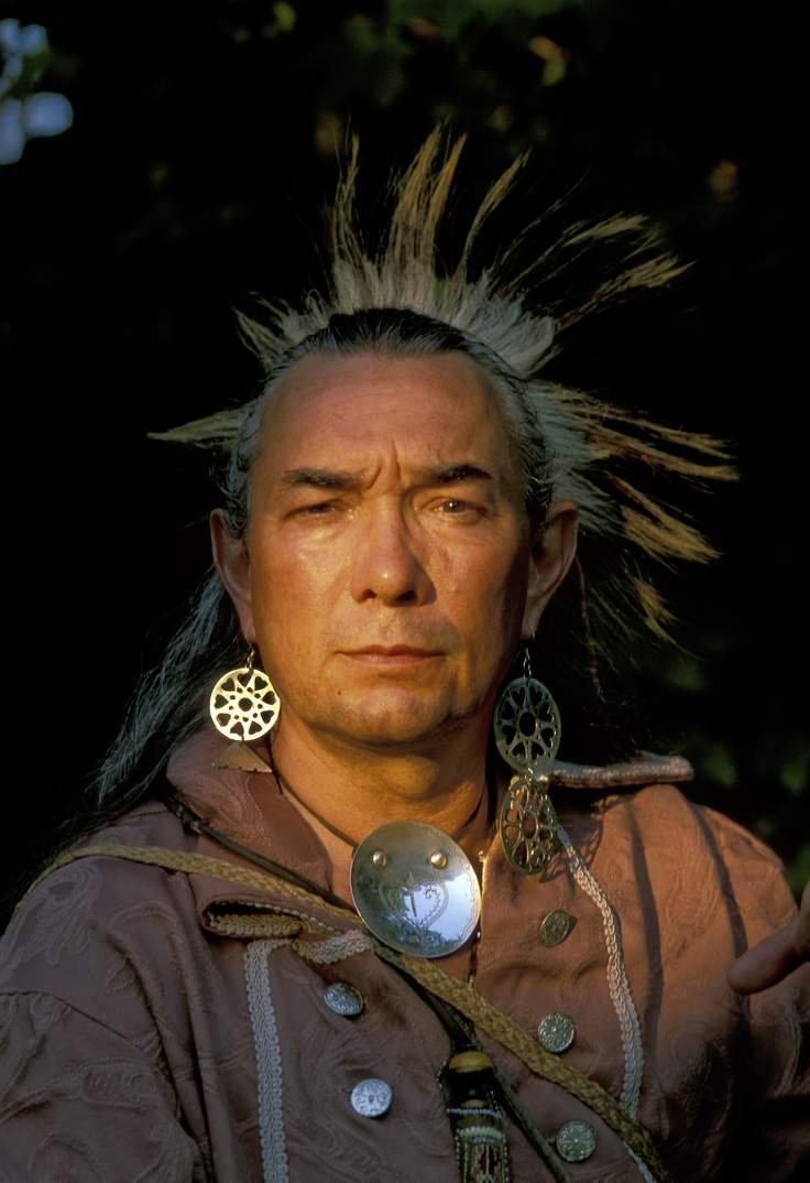Late 1700's Shawnee re-enactor, Roger Moore, dressed in ...