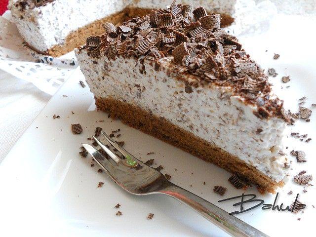 Vejce ušleháme s cukrem do pěny, přilijeme olej a zamícháme. Mouku, prášek do pečiva a kakao promícháme a zlehka  přidáme do pěny.  Dno dortové...