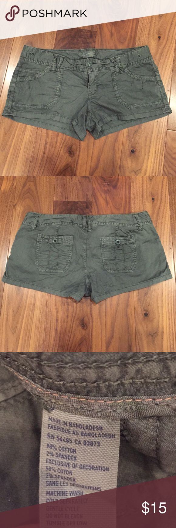 Shorts Worn maybe 2 times, in great condition. Low rise shortie shorts. American Eagle Outfitters Shorts