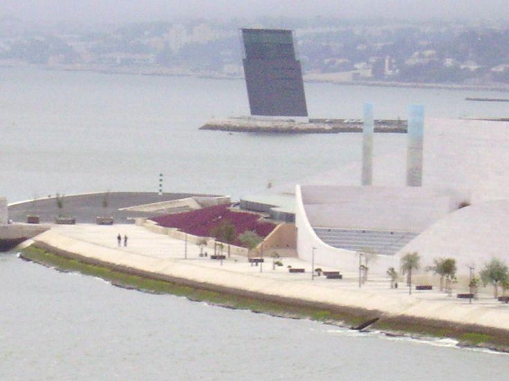 Ferry boat crossng Rio Tejo.