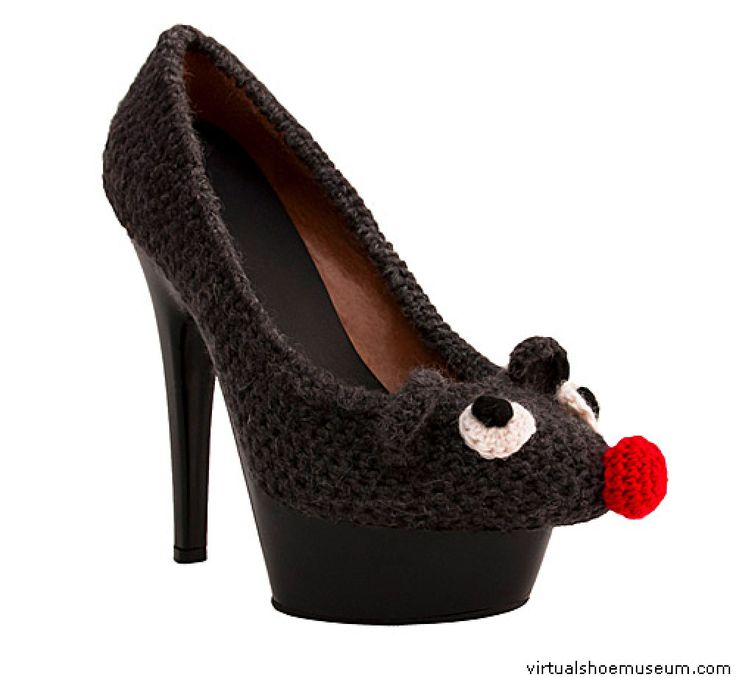 Wicked Land collection 2012. Knitted shoes: 76% coton/24% nylon. © Sarena Huizinga