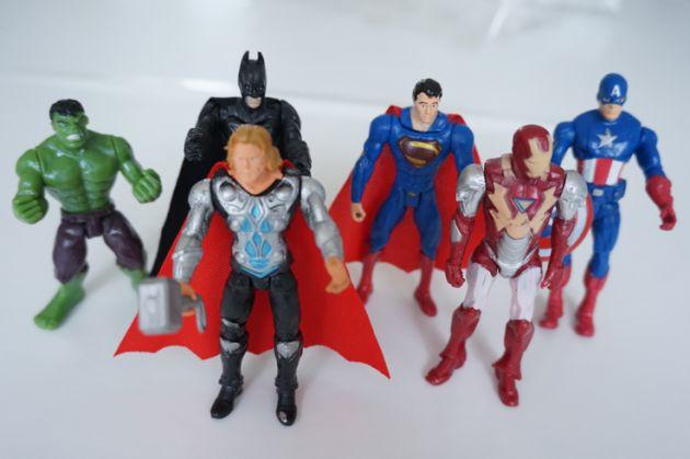 http://funnyfamily.se/wp-content/uploads/2017/02/Avengers-Figurer-Superman-Hulken-630x419.png