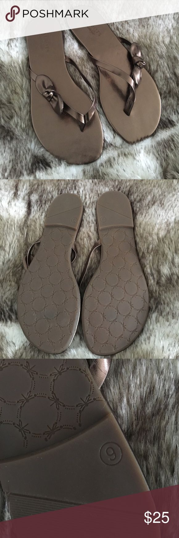 🥉Talbots bronze bow flip flops Bronze leather flip flops with bow knot detail on front strap and rubber sole. NEW, NEVER WORN! Comes in a Talbots's box Talbots Shoes Sandals