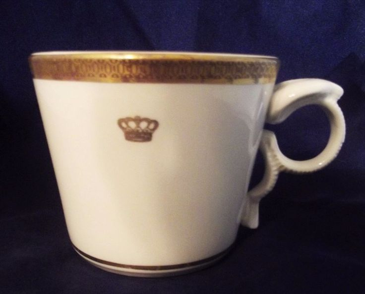 COBRA HANDLE ! Mayer China Co.Mug / Cup HELMSLEY HOTELS Gold Crown 1980 UNUSUAL…