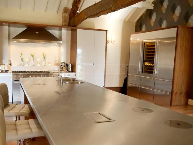 Stainless Steal island worktop.