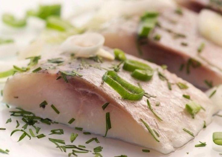 SOUND: https://www.ruspeach.com/en/news/14364/     Муксун - это пресноводная рыба семейства лососёвых. В длину она достигает семьдесят пять сантиметров, а её вес может достигать восьми килограмм. Муксун обитает в реках Сибири, опреснённых заливах Северного Ледовитого океана, в озёрах на полуострове Таймыр. Муксун - это вкусный деликатес. Из муксуна делают строганину.     Muksun is a fresh-water fish of salmon family. In length it reaches seventy-five centimeters, and its weig