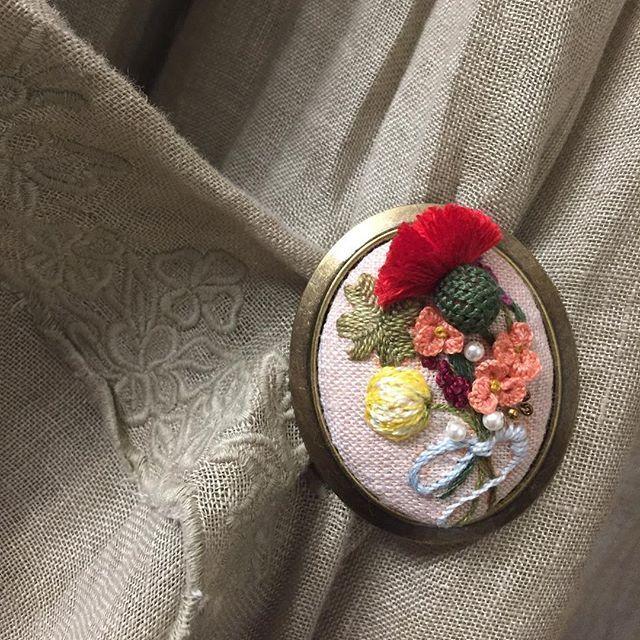#오늘도 #자수브로치 #자수소품 #자수타그램 #프랑스자수 #카네이션 #자수 #embroidery #needlework